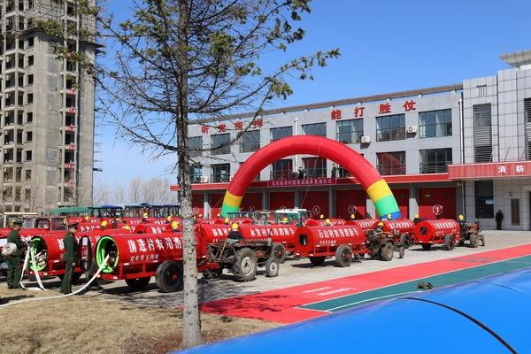 克东县为全县98个村配备简易消防车